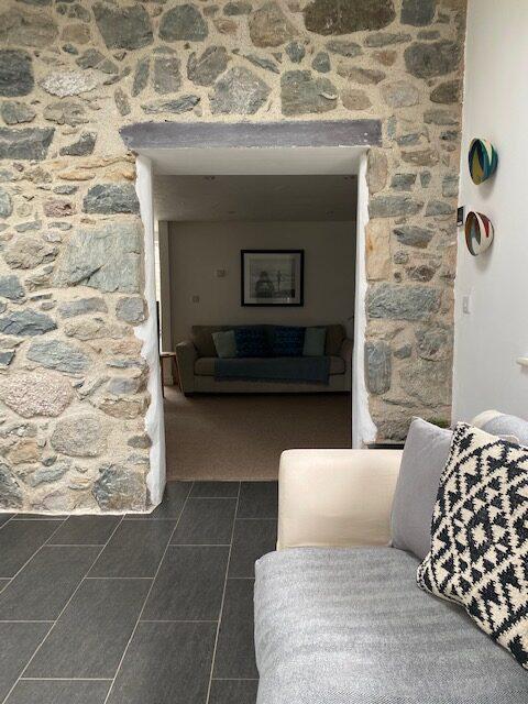 G stone wall doorway
